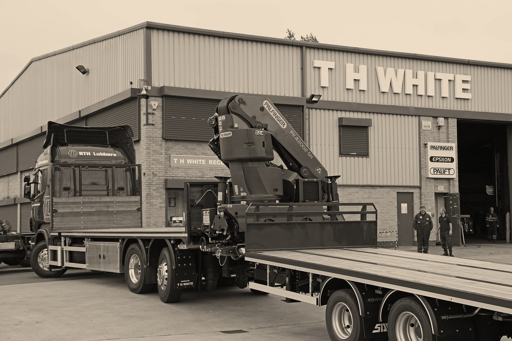 T H WHITE Lorry Cranes