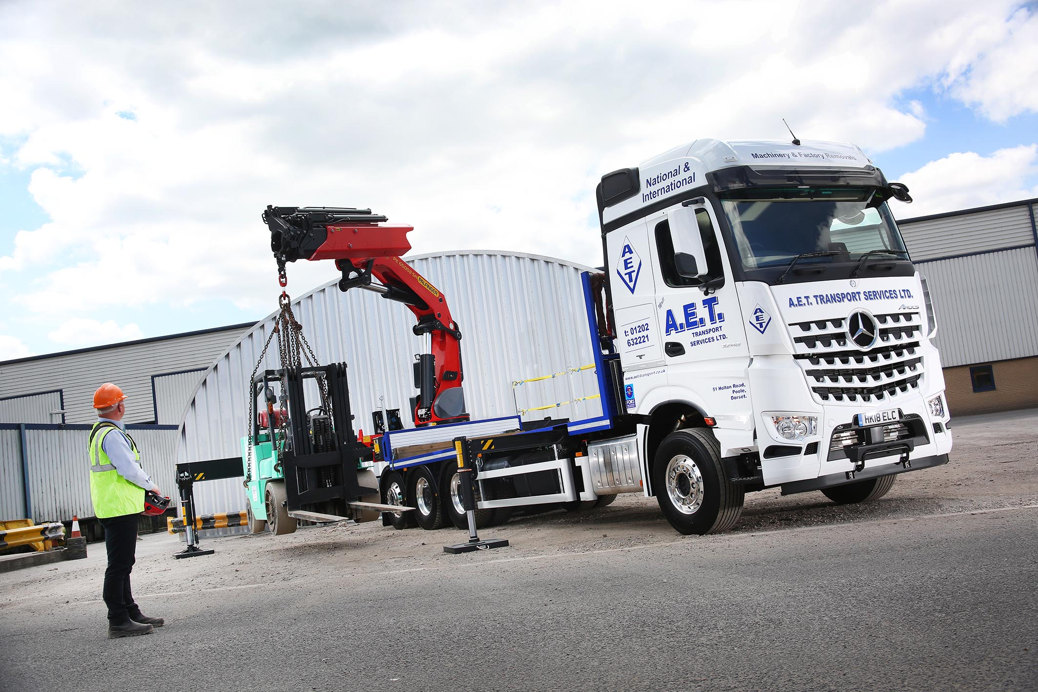 Palfinger UK expertise helps AET reach new heights with Mercedes-Benz
