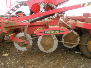 Vaderstad Rapid with extra coulter discs