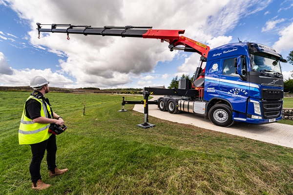 Palfinger UK deliver specialist tractor unit for TV's Super Truckers