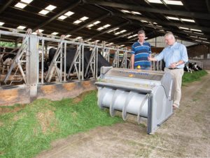 Nigel Ellis explains operation of OptiDuo to farmer David Merrett