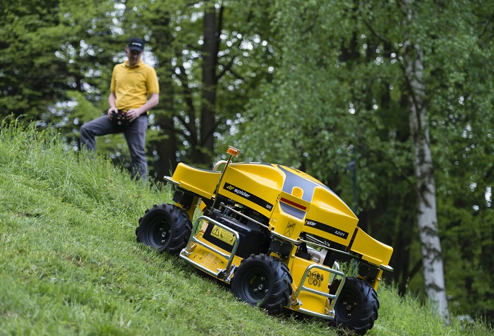 Machinery Imports Spider ILD01 robotic slope Mower