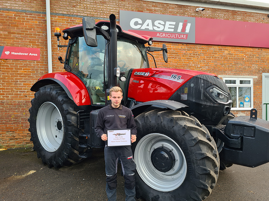 MASTER TECHNICIANS FOR TRACTORS AND COMBINES